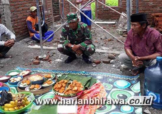 Babinsa Koramil 0814/09 Kudu Jombang Ikuti Nilai Tradisi Warga Desa