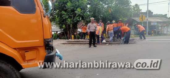 Ada Perbaikan Rel KA di Jombang, Arus Lalin Di Jalur Nasional Sedikit Tersendat