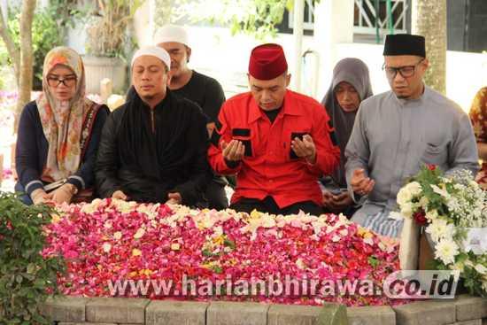 Ustadz Opick Ziarah ke Makam Gus Solah di Kabupaten Jombang