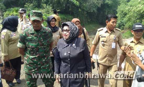 Anggota Komisi 8 DPR RI Sidak Terdampak Banjir di kabupaten Probolinggo