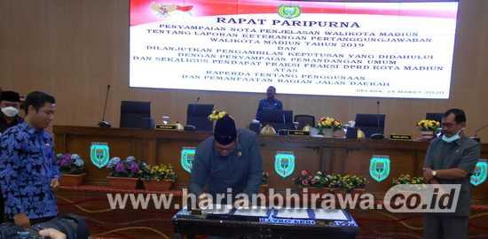 Pimpinan Dewan dan Wali Kota Madiun Jaga Jarak Penandatangan Persetujuan Raperda