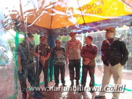 Satgas TMMD Kodim Situbondo Kreasikan Elektrolisis Air Hujan sebagai Disinfektan