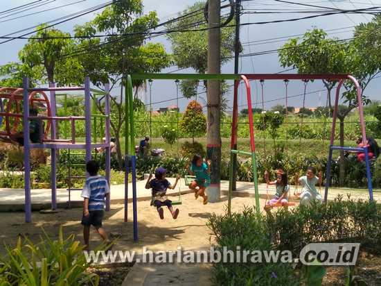 Tak Takut Covid-19, Taman Pakal Surabaya Masih Ramai Pengunjung