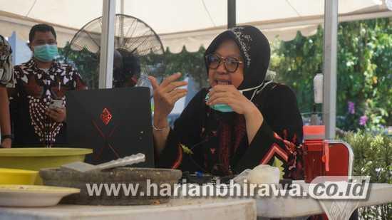 Wali Kota Risma Pimpin Rapat Ekonomi Surabaya Lewat Teleconference