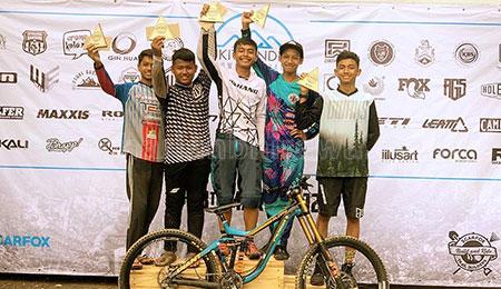 Siswa SMKN 1 Batu Catat Prestasi Kejuaraan Downhill Malaysia