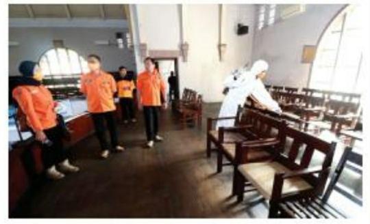 Laksanakan Perintah Gubernur, BPBD Jatim Semprot Disinfektan Tiga Tempat di Surabaya