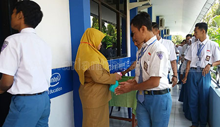SMKN 3 Bojonegoro Berinisiatif Buat Hand Sanitizer Sendiri
