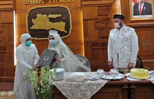 Batal Langsungkan Resepsi, Dua Pasangan ini Syukuran Pernikahan di Grahadi