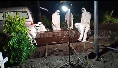 Wabup Sidoarjo Pimpin Pemakaman Warga Positif Corona