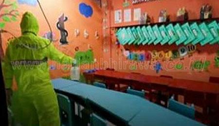 Siswa Belajar di Rumah, Diknas Semprot Disinfektan ke Seluruh Sekolah