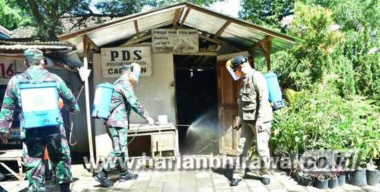 Pemkab Madiun dan Kodim 0803 Semprot Disinfektan di Lokasi Umum