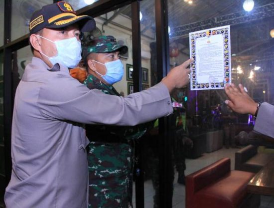 Polri, TNI dan Pemkab Madiun Patroli Menimalisir Penyebaran Covid-19