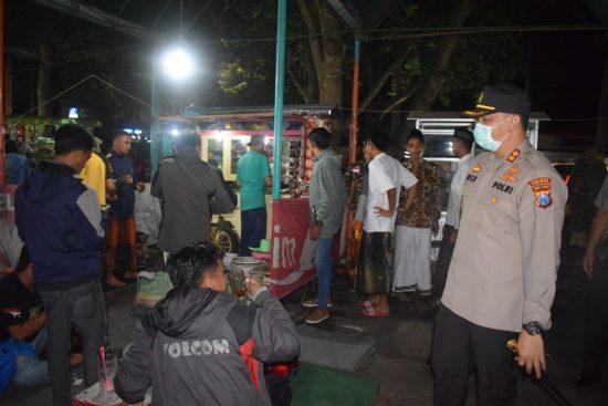 Polres Bondowoso dan Kodim 0822 Bubarkan Massa di Alun-alun RBA Ki Ronggo