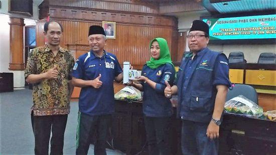 Gelar Doa Tolak Covid-19, TKSK Bumi Wali Bagikan 1.000 Hand Sanitizer