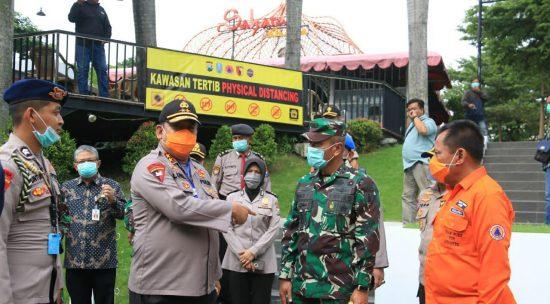 Polda Jatim Tinjau Tiga Perumahan di Surabaya yang Terapkan Physical Distancing