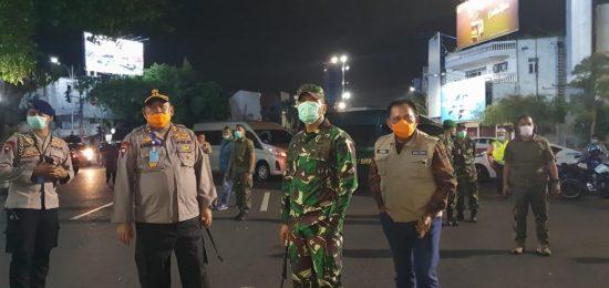 Forkopimda Jatim Pantau Penerapan Physical Distancing di Surabaya