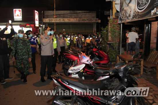 Sinergi TNI – Polri Patroli Keliling Cegah Tangkal Covid-19 di Mojokerto