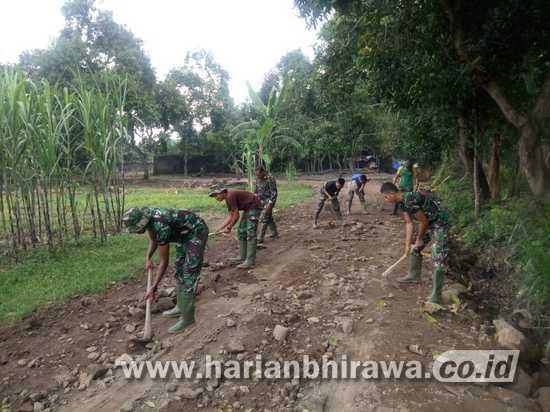 Jalan Usaha Tani TMMD Ke-107 Kodim 0815/Mojokerto Dambaan Warga