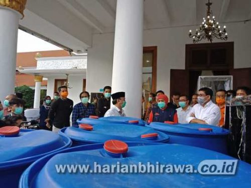 Machfudz Arifin Donasikan Seribu Liter Alkohol hingga Reagen Covid-19