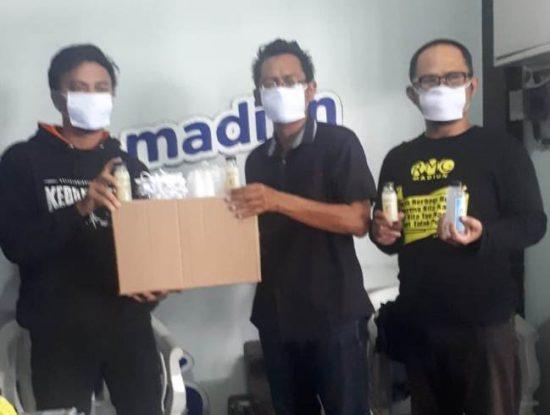 Cegah Virus Covid 19, Komonitas RMG Bantu APD ke PWI Madiun