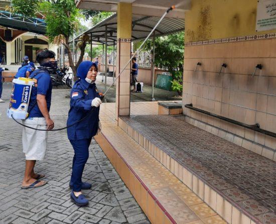 Partai Nasdem Sidoarjo Semprot Disinfektan 40 Titik Antisipasi Covid-19