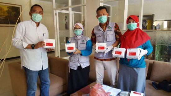 Lawan Covid-19, PEPC Berikan Bantuan APD Hazmat Ke Pemkab Bojonegoro