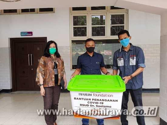 Djarum Foundation Salurkan Bantuan Hazmat Washable ke RSUD Dr Soetomo