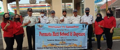 Permata Hati School and Daycare Bagikan Paket Sembako ke Petugas Pengamanan PAP Sidoarjo