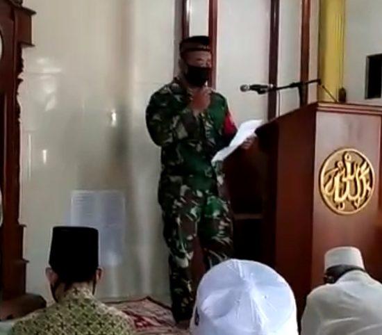 Danramil 0814/04 Gudo Jombang Imbau Warga Lewat Sholat Jumat