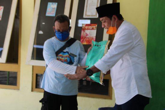 Bupati Jombang Bantu Sembako Warga Terdampak Covid-19 Plosokerep