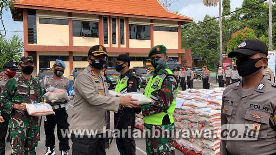 Polres Bojonegoro Distribusikan2000 Paket Beras dari Mabes Polri