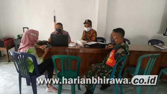 Babinsa Koramil 0814/02 Diwek Motivasi Relawan Posko Covid-19