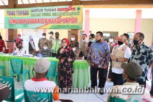 Bupati Jombang Pantau Penyaluran Bansos Covid-19 di Desa Tambak Rejo dan Mojokrapak