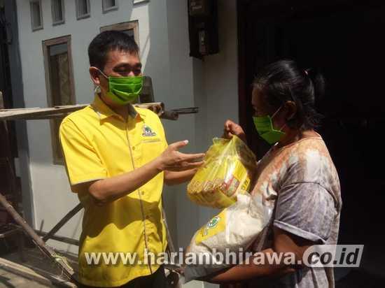 DPD Golkar Jatim Bagikan Ribuan Paket Sembako Warga Kota Kediri