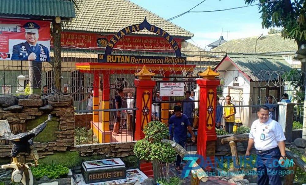 328 Napi Kraksaan Kabupaten Probolinggo Peroleh Remisi Lebaran