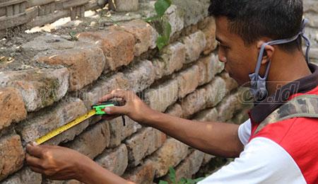 Bata-bata Kuno Berserakan, Bahkan Ada yang Dijadikan Pondasi Rumah Warga