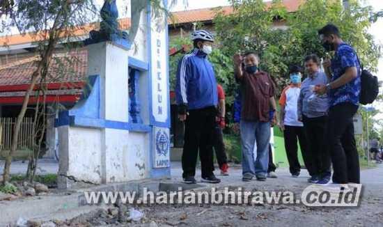 Wali Kota Madiun Cek Proyek dan Bagikan Sembako dengan Bersepeda
