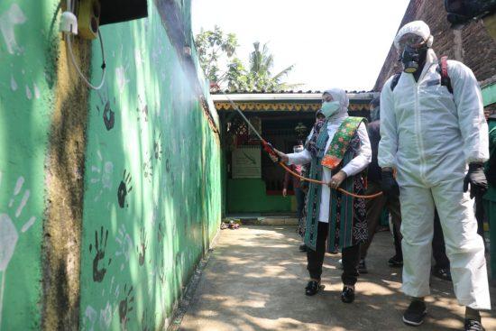 Program Padat Karya Kemnaker,  terPHK Jadi Petugas Penyemprot Disinfektan