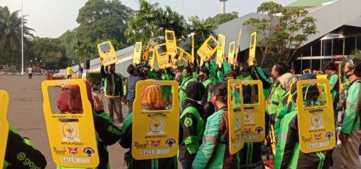 MPR RI Peduli Bagikan Asuransi, Partisi Portable dan Sembako pada Pengemudi Ojol