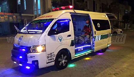 Uniknya Mobil Ambulans RSUD Grati Dihiasi Lampu Disko
