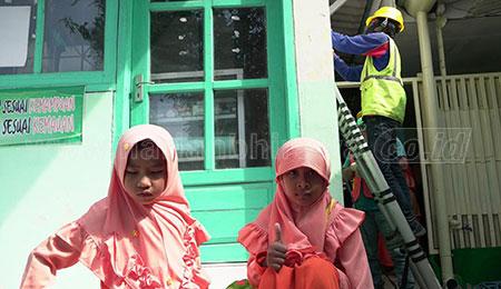 PLN UID Jawa Timur Berikan Sambungan Listrik 25 Madrasah di Jatim