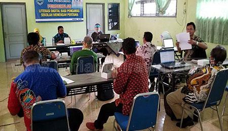 Dispendik Bekali Literasi Digital Bagi Pengawas SMP