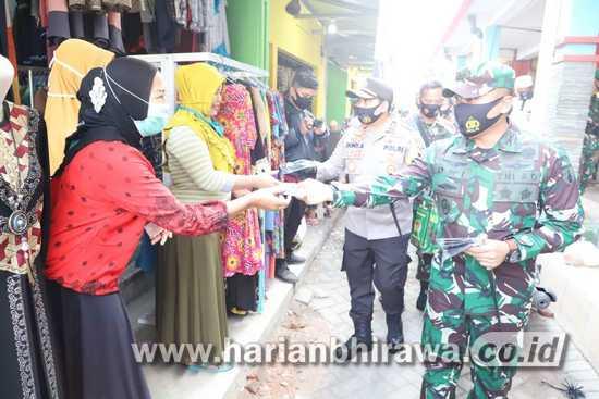 Kodim Mojokerto-Polres Bagikan Sepuluh Ribu Masker dari Panglima TNI