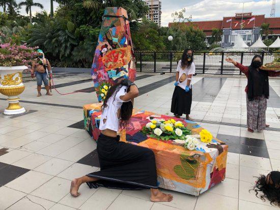 Merasa Dicovidkan, Seniman Demo Pemkot Surabaya