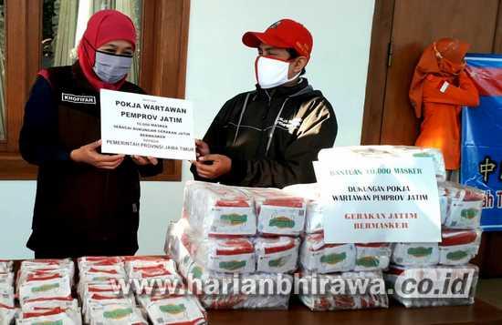 Jurnalis Pemprov Jatim Donasikan 10 Ribu Masker Merah Putih ke Gugus Tugas