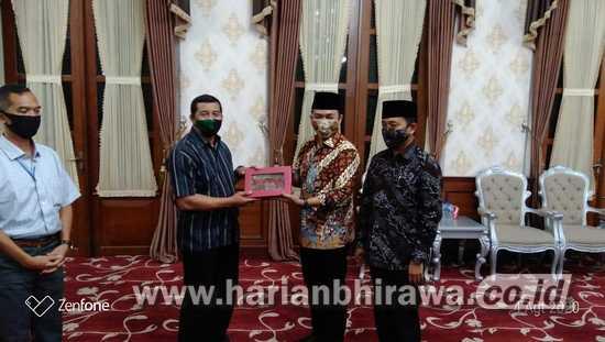 Danrem 084/Bhaskaraya Herman Hidayat Minta Bupati Pamekasan Berdayakan Prajurit TNI