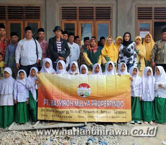 Pengusaha Property Berbagi Kebahagiaan Bersama Anak Yatim di Surabaya