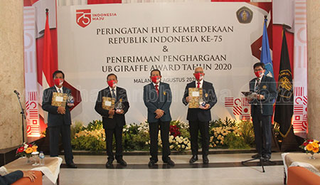 Peringatan HUT RI, UB Beri Penghargaan Bagi Dosen dan Lembaga Berprestasi
