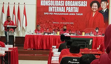 Sekjen PDIP Bantah Tarik Tambang Politik dengan Risma