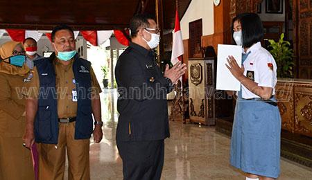 Bupati Bangga Siswi Tulungagung Kembali Terpilih Paskibraka Nasional
